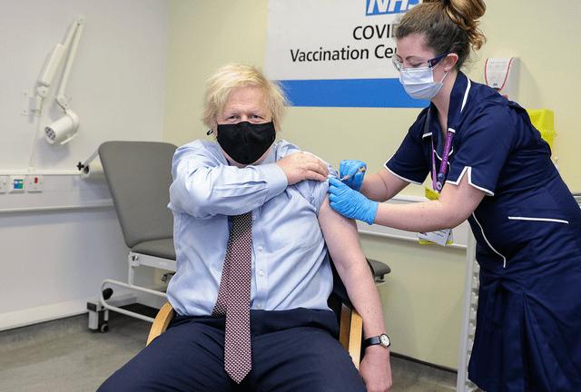 Disuntik Vaksin AstraZeneca, PM Inggris: Saya Tak Merasakan Apa-apa