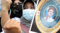 Gelar Aksi di PN Jakarta Timur, Puluhan Simpatisan Rizieq Diamankan