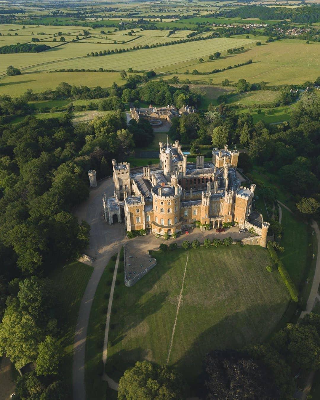 Jelajahi 10 Tempat Megah di Inggris dalam Serial The Crown