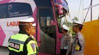 Bus Rombongan Warga Tabrak Tronton di Tol Pasuruan, Empat Tewas