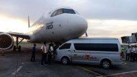 Pesawat Batik Air cium mesra mobil ground handling.