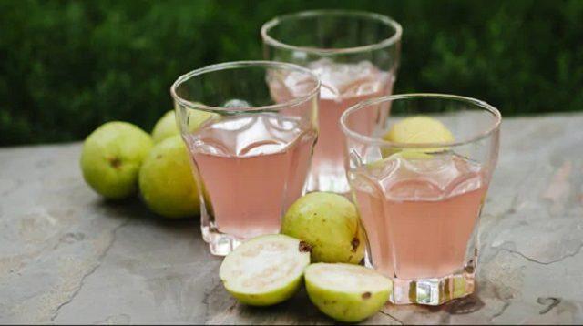 Minum Minuman Ekstrak Lemon dan Jambu Biji Bisa Turunkan Berat Badan