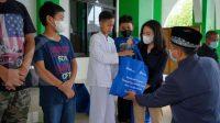 Perum Peruri salurkan sembako ke masyarakat dan anak yatim di Karawang