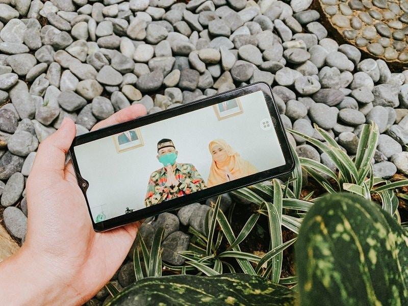 Tetap Asik Tanpa Mudik dengan Smartphone Kekinian - Selular.ID