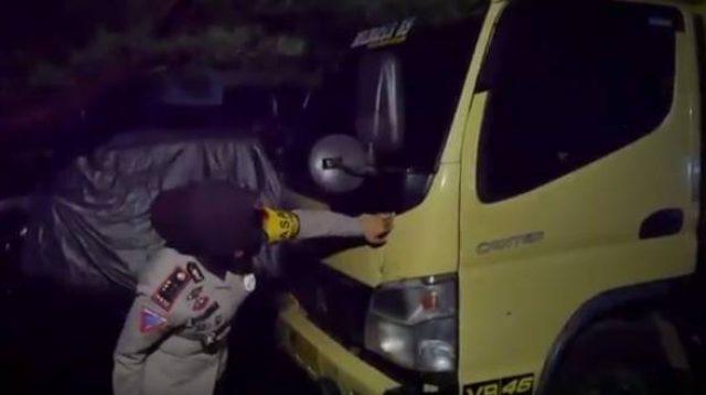 Truk Tabrak Minibus dan Rumah Warga di Pinrang, 2 Orang Dilarikan ke Rumah Sakit