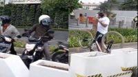 Pesepeda adang pemotor yang masuk jalur sepeda (Foto/jakarta_zone)