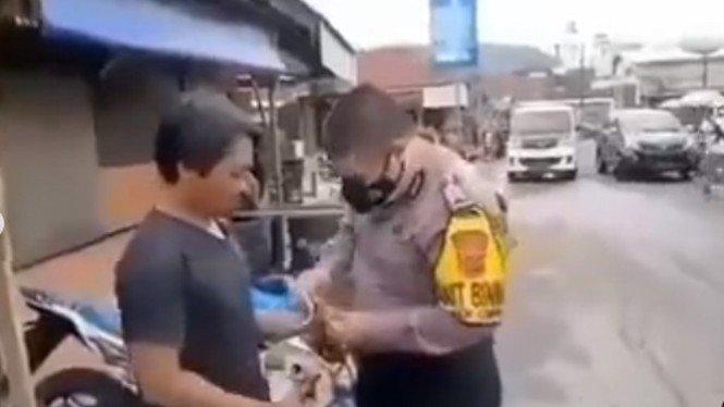 Detik-detik pria tidak percaya COVID-9 ditangkap polisi (Instagram/ndorobeii)