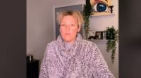 Beda Banget, Wanita Ini Sebut Wajahnya Mirip Nenek Tanpa Makeup (tiktok.com/@tiffnicole143)