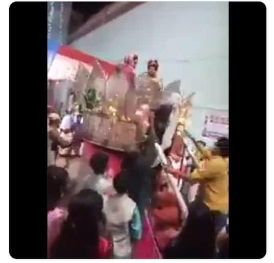 Menolak Beri Restu, Ibu Ini Pukuli Pengantin Pria saat Menikah (twitter.com/a4_times)