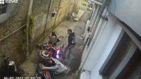 Pria Ini Geber Motor di Gang Sempit, Begini Jadinya! (Instagram/jokersupriadi)