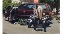Pengendara motor disenggol mobil