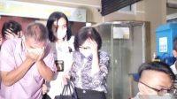 Keluarga Akidi Tio usai menjalani pemeriksaan intensif oleh penyidik reserse kriminal umum di Mapolda Sumatera Selatan. Foto: Antara